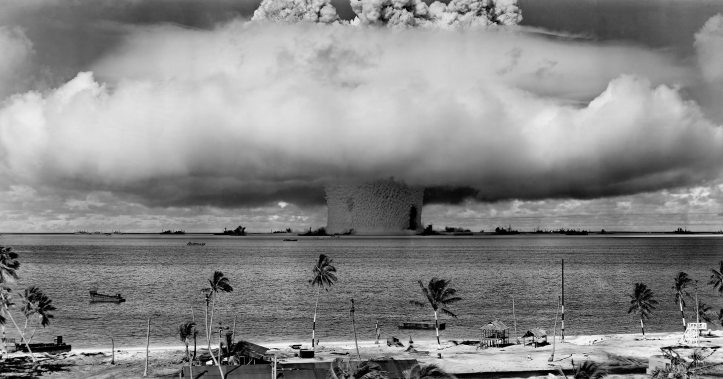 atomic-bomb-beach-black-and-white-73909